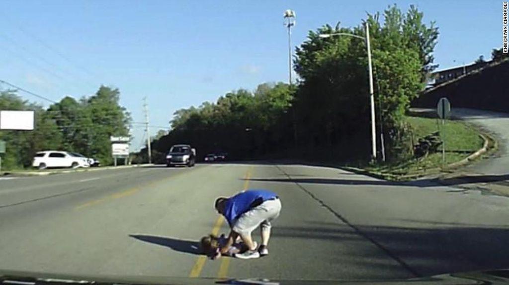Bocah 4 Tahun di AS Terjatuh dari Bus yang Melaju