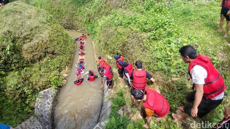 Serunya Basah-basahan di Citumang Green Valley, Pangandaran
