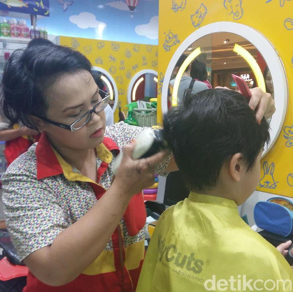 Ini Yulia, Barber Woman Pencukur Rambut Cucu Jokowi