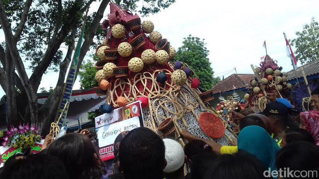 Serunya Grebeg Penjalin di Desa Wisata Kerajinan Rotan Sukoharjo