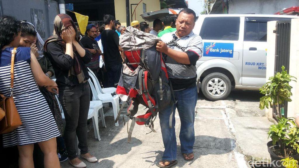 Duka Keluarga Deden, Pendaki yang Tewas Tersambar Petir di Dieng