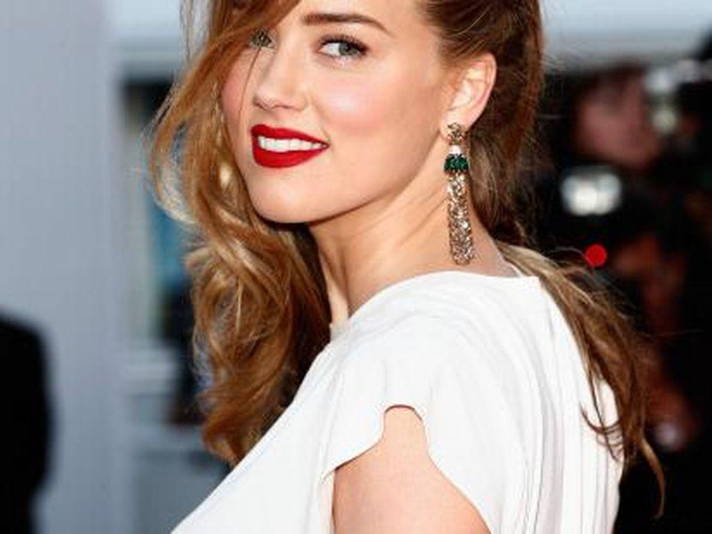 Kecantikan Amber Heard Taklukkan Johnny Depp dan Iron Man