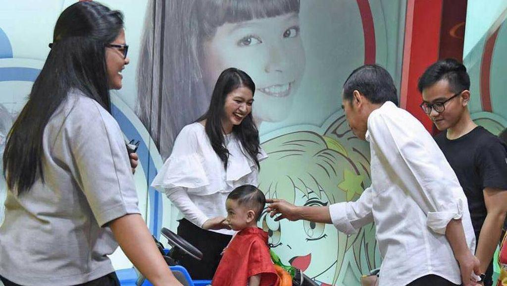 Begini Pujian Jokowi untuk Cucunya yang Sedang Cukur Rambut