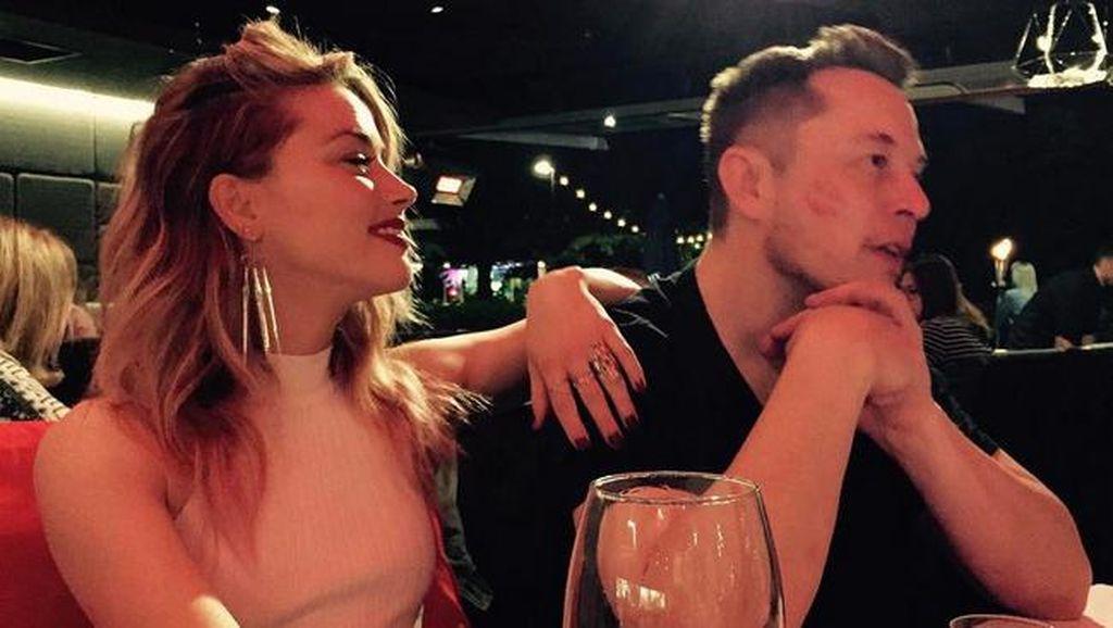 Kata Ayah Amber Heard Soal Asmara Putrinya dengan Elon Musk