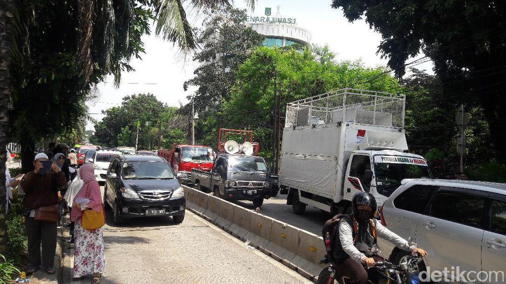 Massa Kawal Sidang Ahok Bubar, Jalan RM Harsono Kembali Dibuka