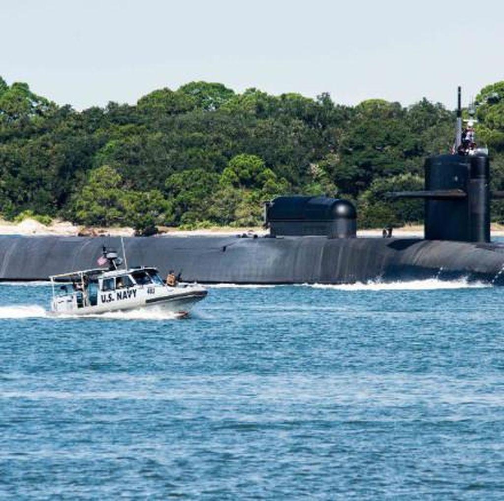 Penampakan Kapal Selam Nuklir AS Merapat di Korea Selatan