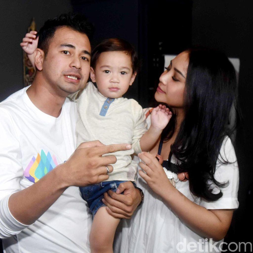 Nagita Bantah Rafathar Lebih Dekat dengan Babysitter