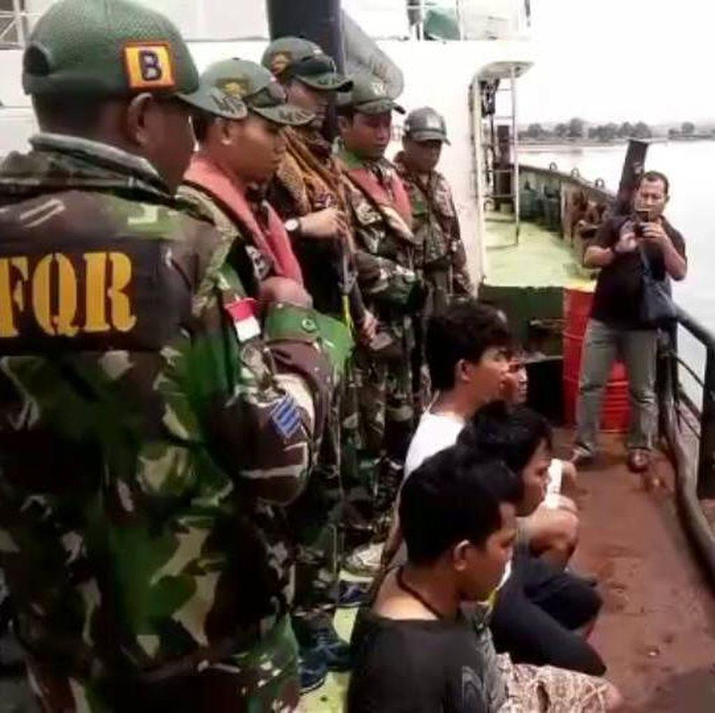 TNI AL Tangkap 2 Kapal Mini Tanker yang Kabur dari Malaysia