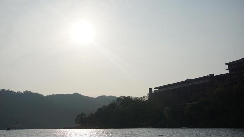 Senja Nan Syahdu di Sun Moon Lake Taiwan