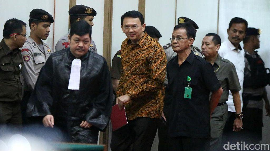 Pengacara Minta Hakim Jatuhkan Vonis Bebas untuk Ahok