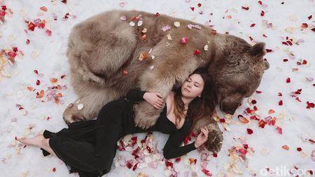 Potret Ketika Beruang Jadi Sahabat Manusia