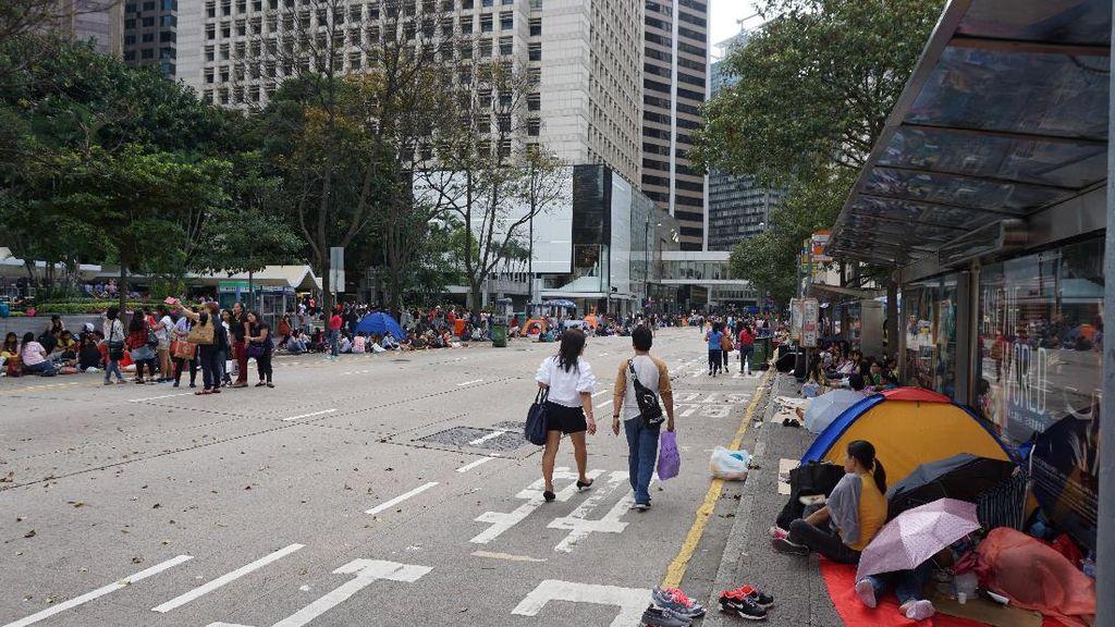 Saat Karyawan Hong Kong Liburan, Jalan Raya Penuh!