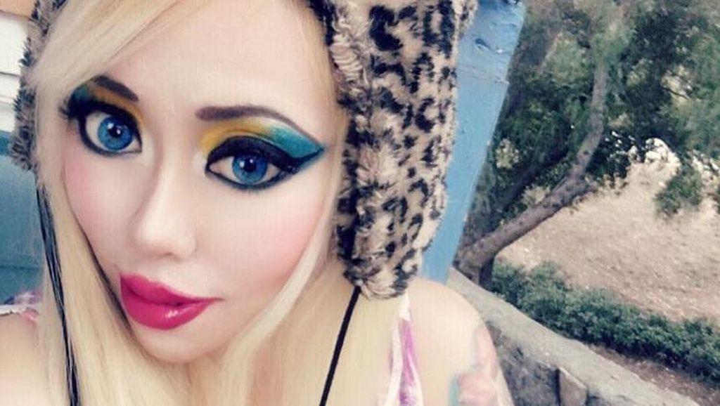 Ingin Jadi Barbie, Wanita yang Dulu Gothic Ini Habiskan Rp 471 Jutaan