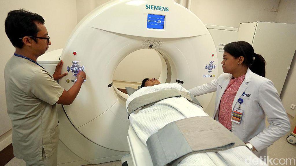 Melihat Pemeriksaan Pasien di BIMC Hospital