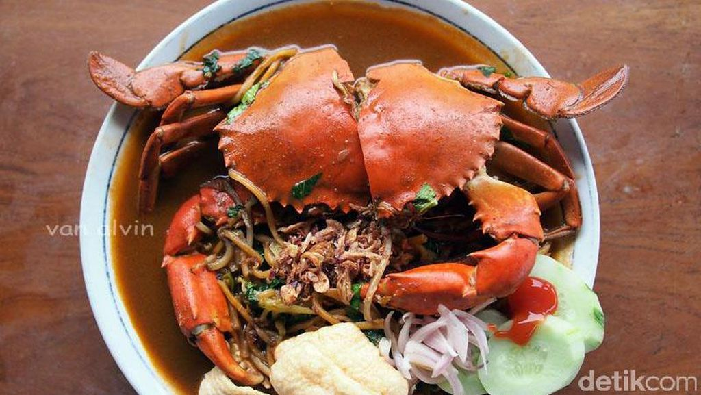 Mie Aceh dengan Kepiting Jumbo, Nyam!