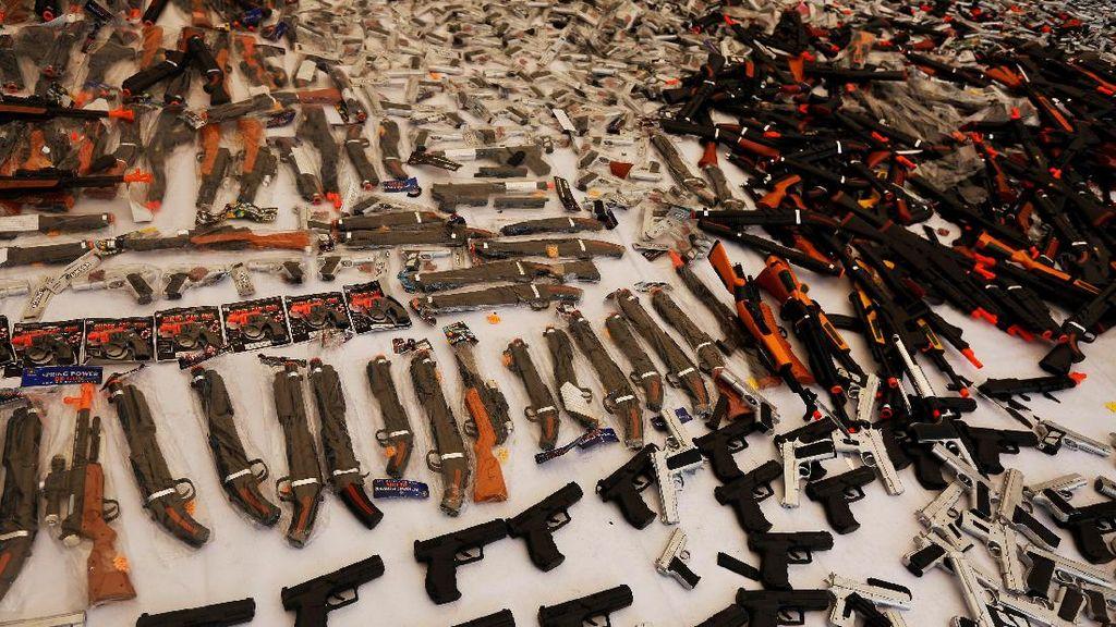Meksiko Musnahkan Ratusan Senjata Mainan Ilegal
