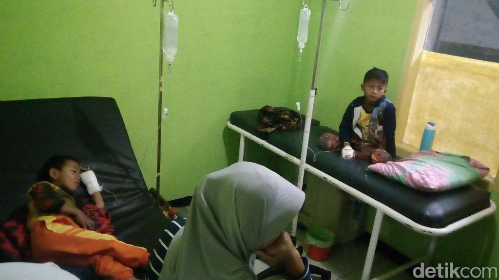 Keracunan Makanan, Belasan Warga Garut Dilarikan ke Puskesmas
