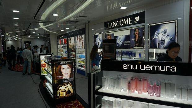 Berbagai merk terkenal ada di dalam kapal pesiar