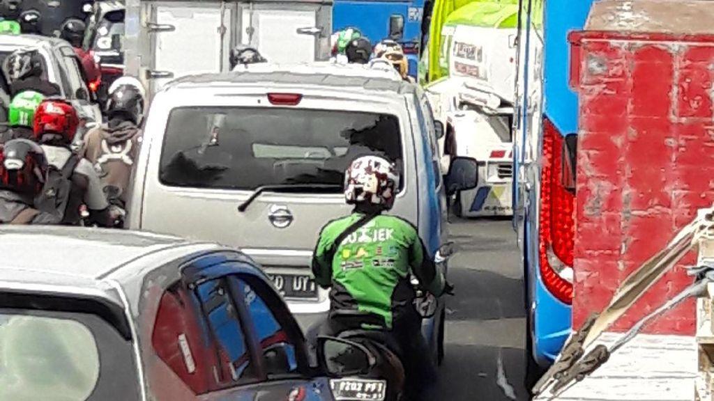 Jelang Penertiban Permukiman di Manggarai, Jalan Tambak Macet Parah
