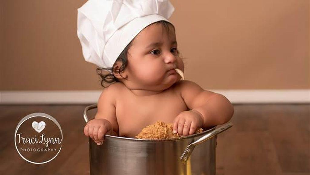 Lucunya Ekspresi Bayi Ini Saat Pertama Kali Mencicip Fried Chicken!