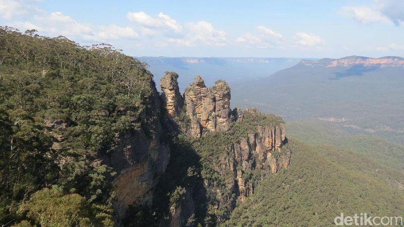 Foto: Inilah tebing batu Three Sisters yang unik. Lokasinya ada di Katoomba, Blue Mountains di New South Wales, Australia (Fitraya/detikTravel)