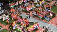 Banjir Karangan Bunga di Balai Kota, Ahok: Ini Kayak Festival Bunga