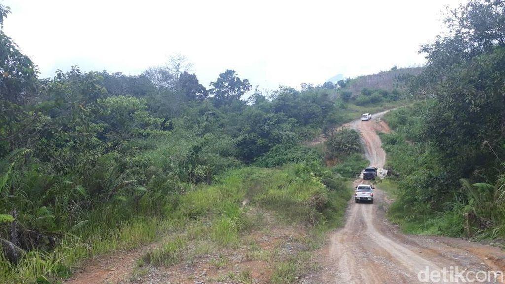 Menjajal 12 Km Jalan Paralel Perbatasan RI di Tengah Bukit Terjal