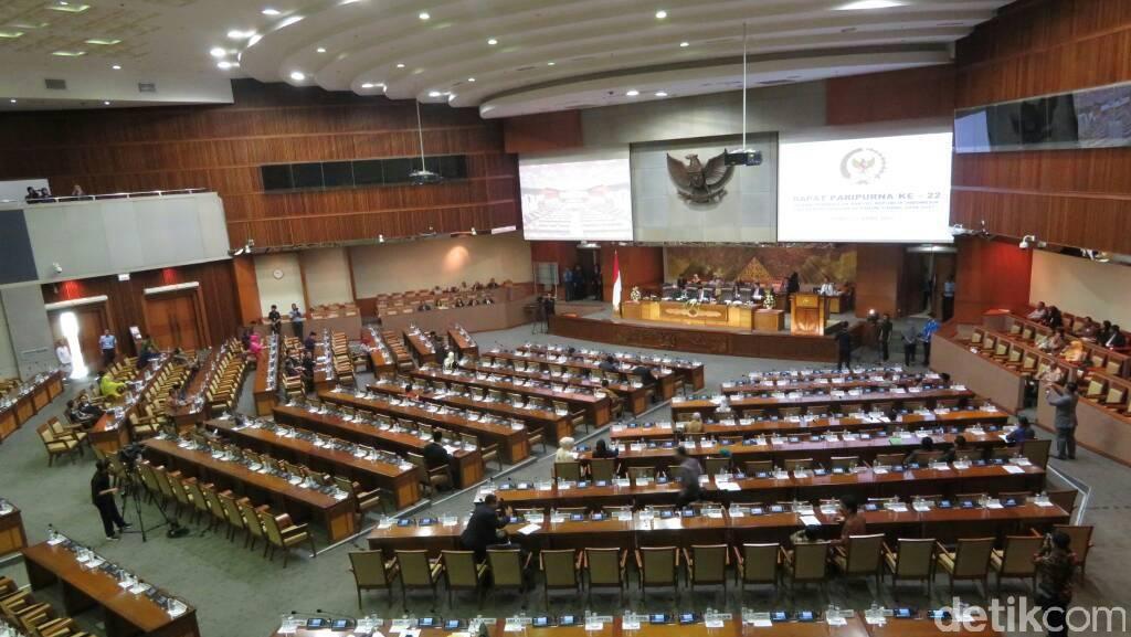 Fadli Zon Bacakan Surat Komisi III Soal Angket KPK di Paripurna DPR