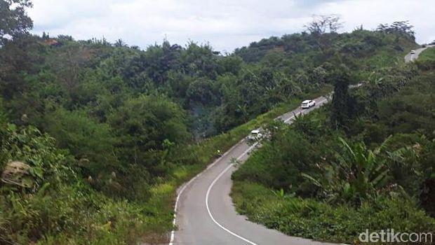 Jalan menuju perbatasan RI-Malaysia.