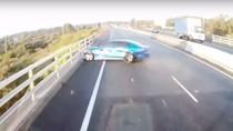 Selap Selip Di Jalan, Mobil Ini Melintir Bak Adegan Fast Furious
