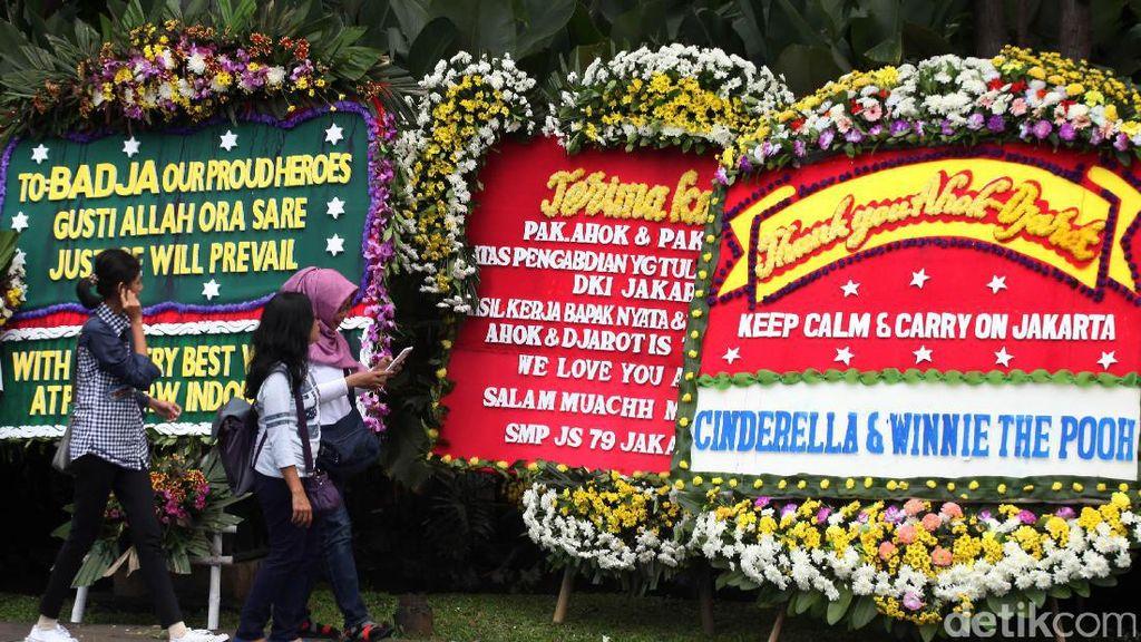 Hingga Hari Ini, Balai Kota Dibanjiri 4.000 Karangan Bunga untuk Ahok