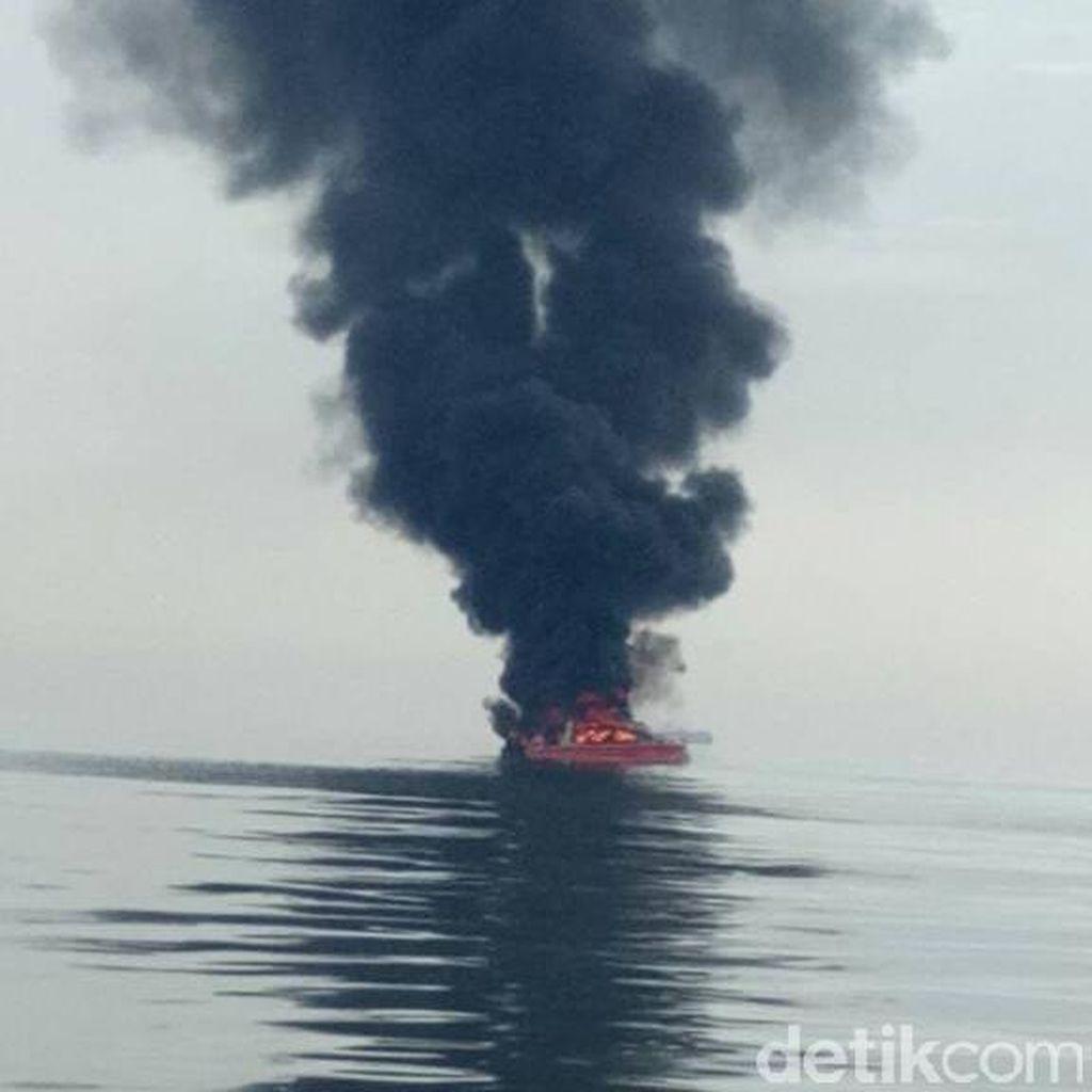 Ini Penampakan Kapal Angkut WNA yang Ludes Terbakar di Pulau Seribu