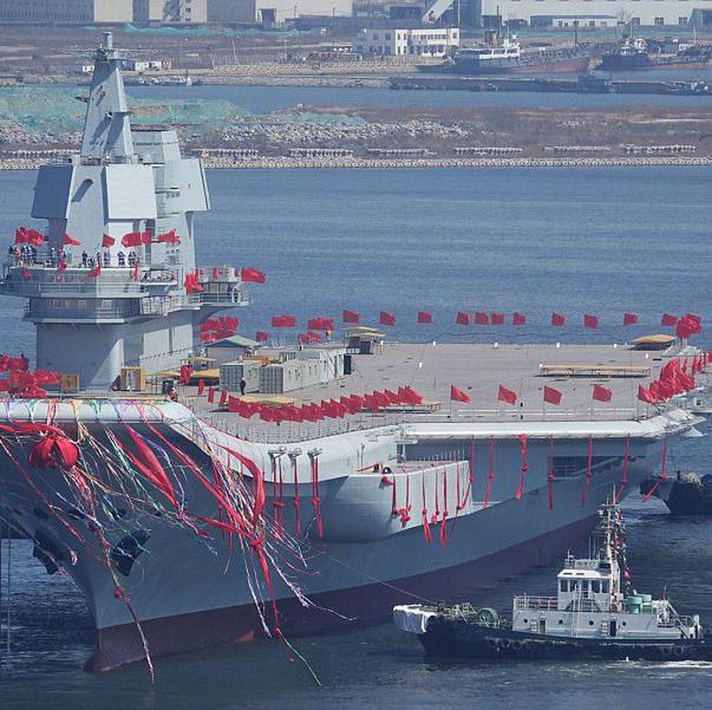 China Unjuk Gigi Pamerkan Kapal Induk Buatan Sendiri