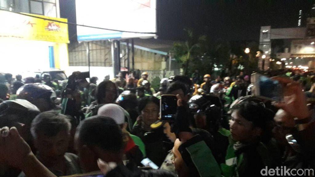 Ojek Online Bentrok dengan Ojek Pangkalan di Tangerang