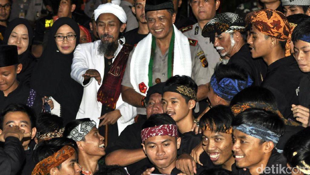 Kunjungi Ponpes Al Fath, Kapolda Jabar Terpukau Silat Maung Bodas