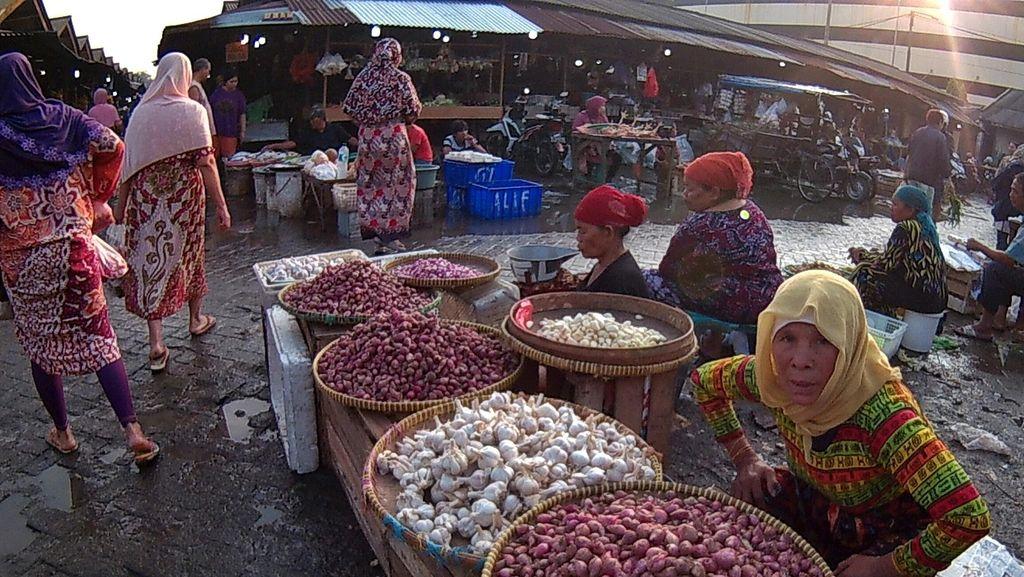 Suasana Pagi di Pasar Mangga Dua