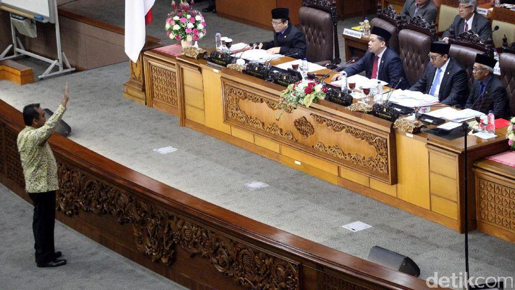 Momen Ketua Fraksi Gerindra Maju ke Depan Protes Ketok Palu Fahri