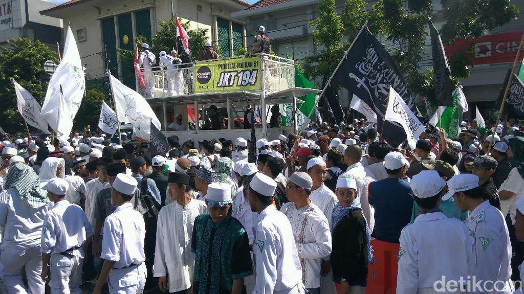 Tiba di PN Jakarta Utara, Massa GNPF MUI Padati Jalan