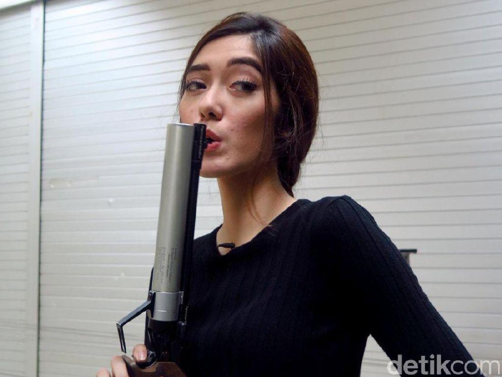 Waspadalah! Keira Shabira Hobi Banget Menembak