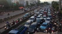 Ada Proyek DDT, Jalan Matraman Arah Kampung Melayu Macet