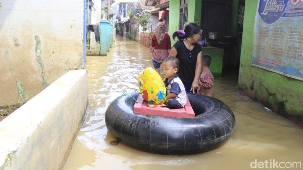 Banjir Lagi, Warga Baleendah Khawatir Berpuasa di Pengungsian