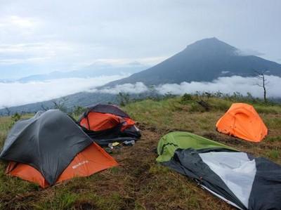Seperti Apa Serunya Mendaki Sindoro Via Alang-alang Sewu?