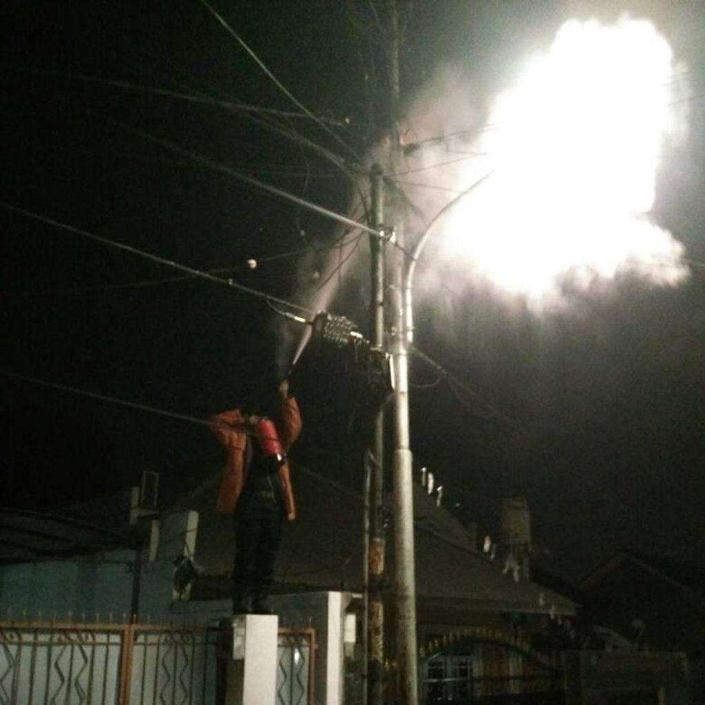 Korsleting Kabel Listrik di Pasar Minggu Bikin Warga Panik