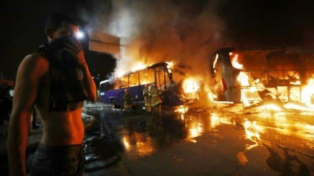 Pembakaran Bus dan Penjarahan Landa Brasil Usai Aksi Mogok
