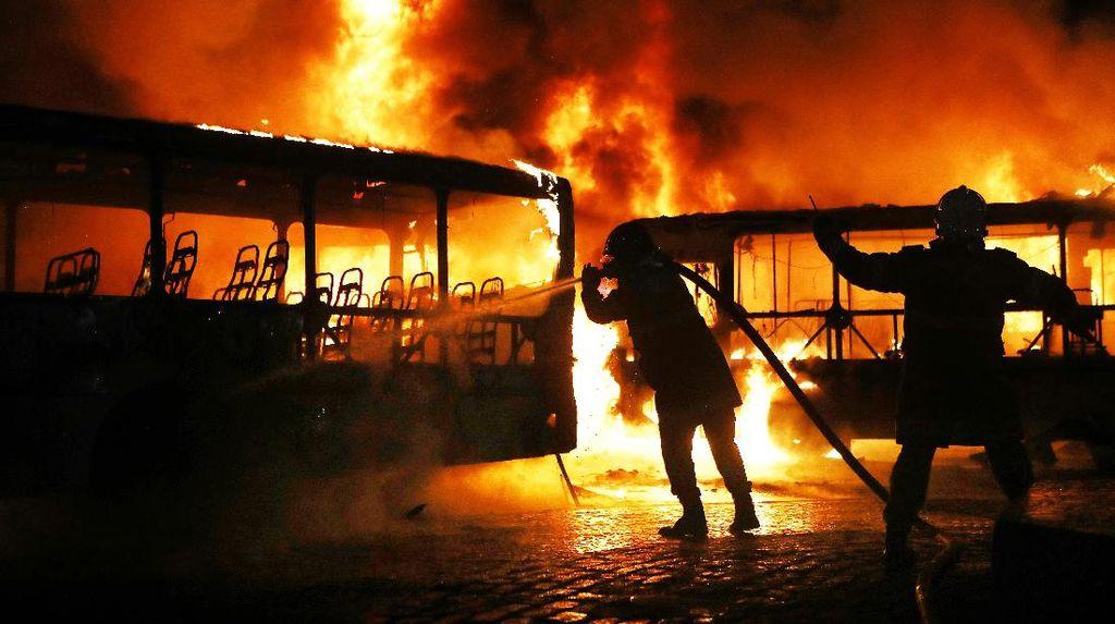 Pembakaran Bus dan Penjarahan Melanda Brasil