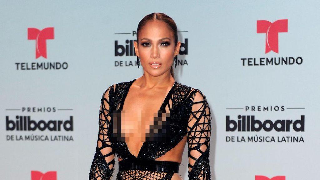 Seksinya Jennifer Lopez dengan Baju Menerawang di Penghargaan Musik Latin