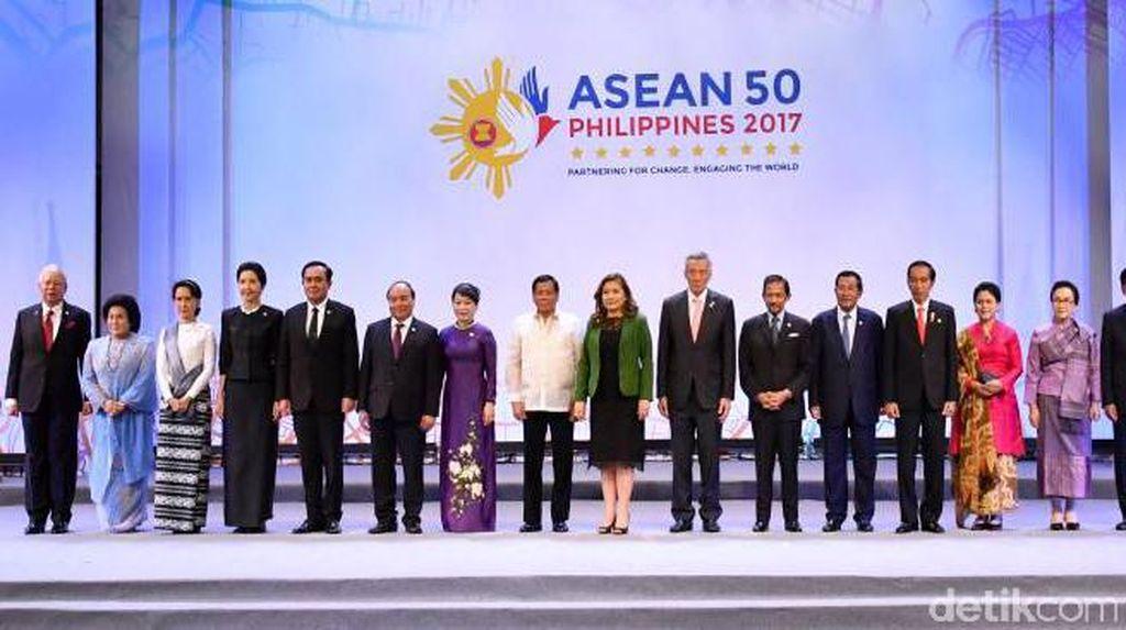 Jokowi Bahas Isu Korea Utara dan Laut China Selatan di KTT ASEAN