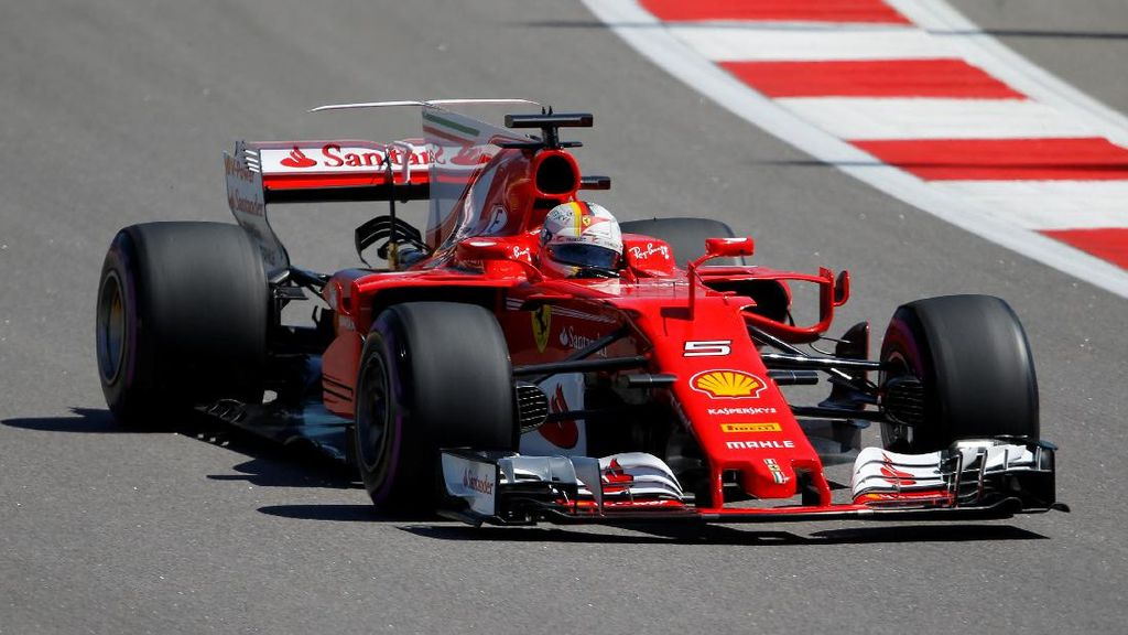 Pole Milik Vettel, Ferrari Start 1-2