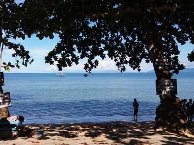 Akhir Pekan Santai di Pantai Lambesu Sulawesi Tenggara