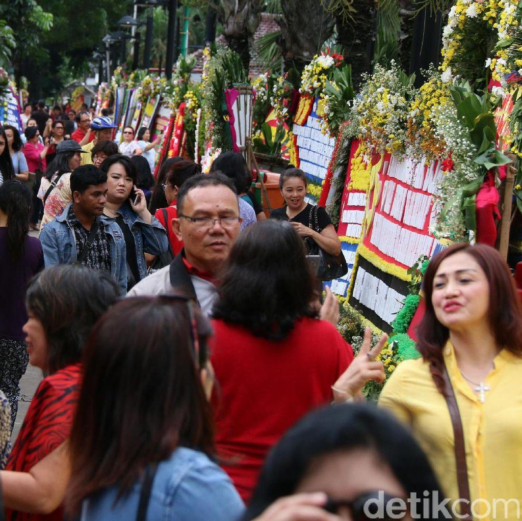 Wisata Karangan Bunga di Balai Kota